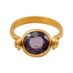 Scrives Violet Spinel 22 Karat Gold Turning Ring