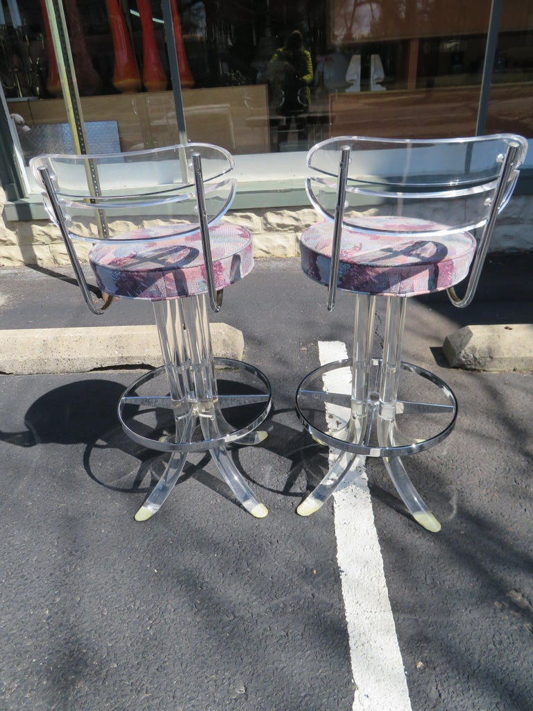 Scrumptious Set 4 Hollywood Regency Swivel Lucite Barstools Hill Manufacturing For Sale 7