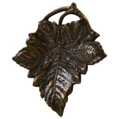 Sculpted Art Deco Leaf Dish in Bronze, 1930s