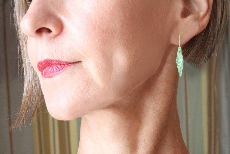 Sculpted Chrysoprase Beads on Gold Wire Earrings In New Condition For Sale In los angeles, CA