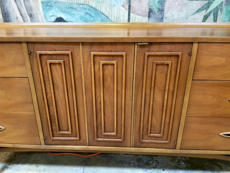 Veneer Sculptra Dresser by Broyhill For Sale