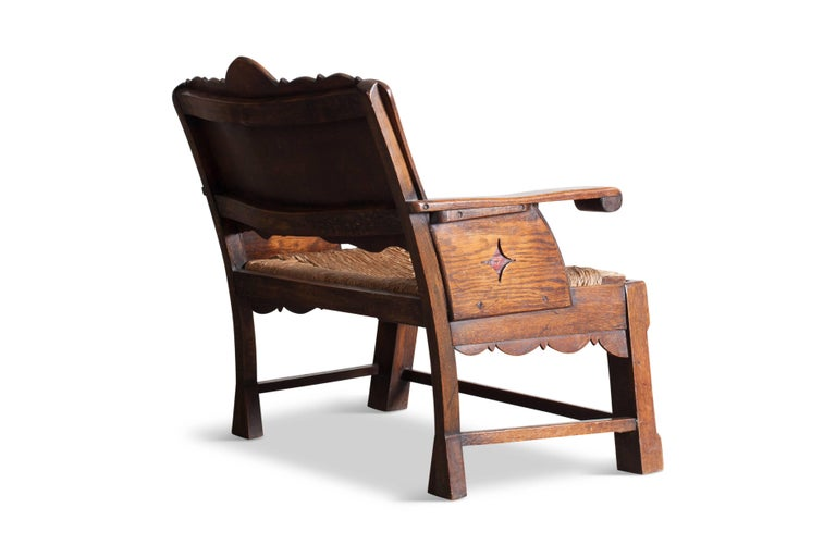 Sculptural Arts & Crafts Armchair in Oak In Good Condition For Sale In Antwerp, BE