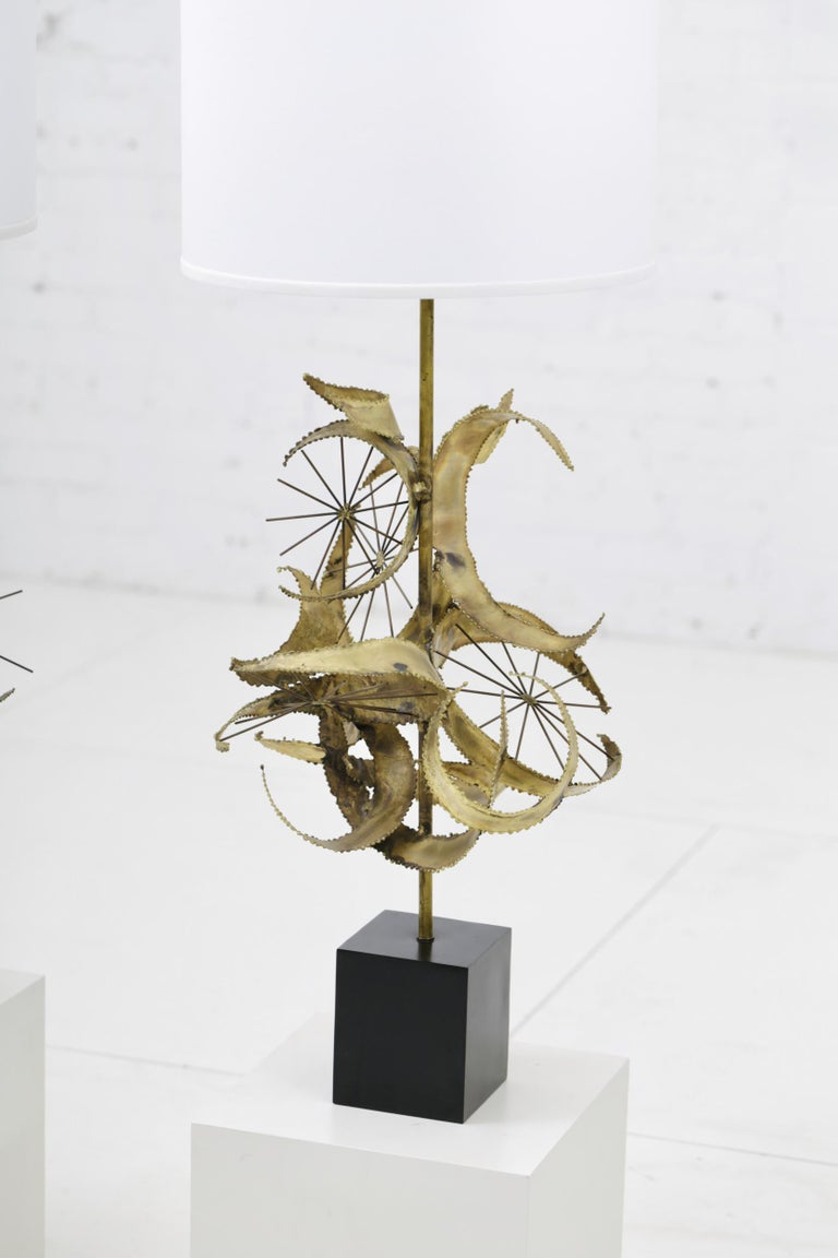 Mid-Century Modern Sculptural Brass Table Lamps by Laurel For Sale