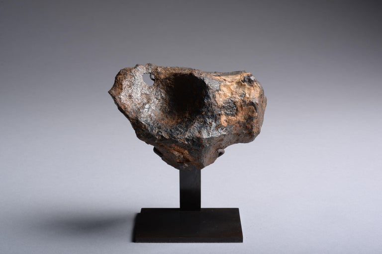 Sculptural Canyon Diablo Iron Octahedrite Meteorite In Excellent Condition For Sale In London, GB