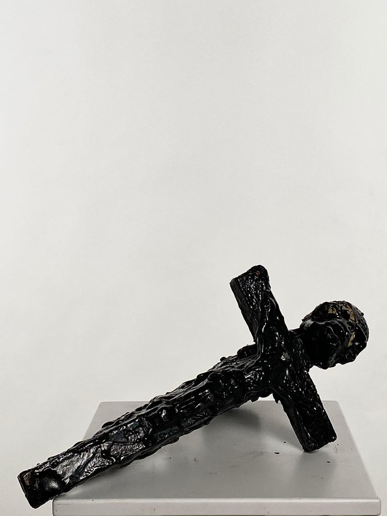 Black Sculptural Cross and Gun in TAR, 21st Century by Mattia Biagi In New Condition For Sale In Culver City, CA