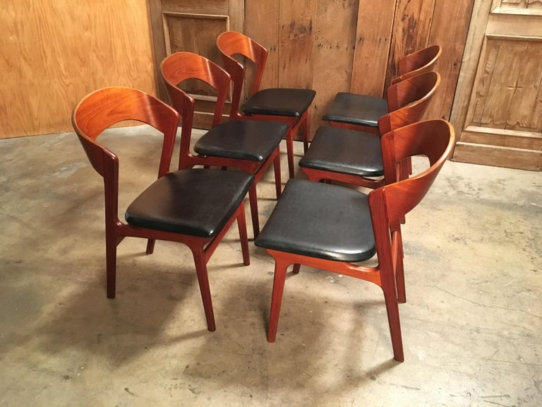 Set of six teak curved back dining chairs with original vinyl seats in the style of Kai Kristiansen very comfortable.