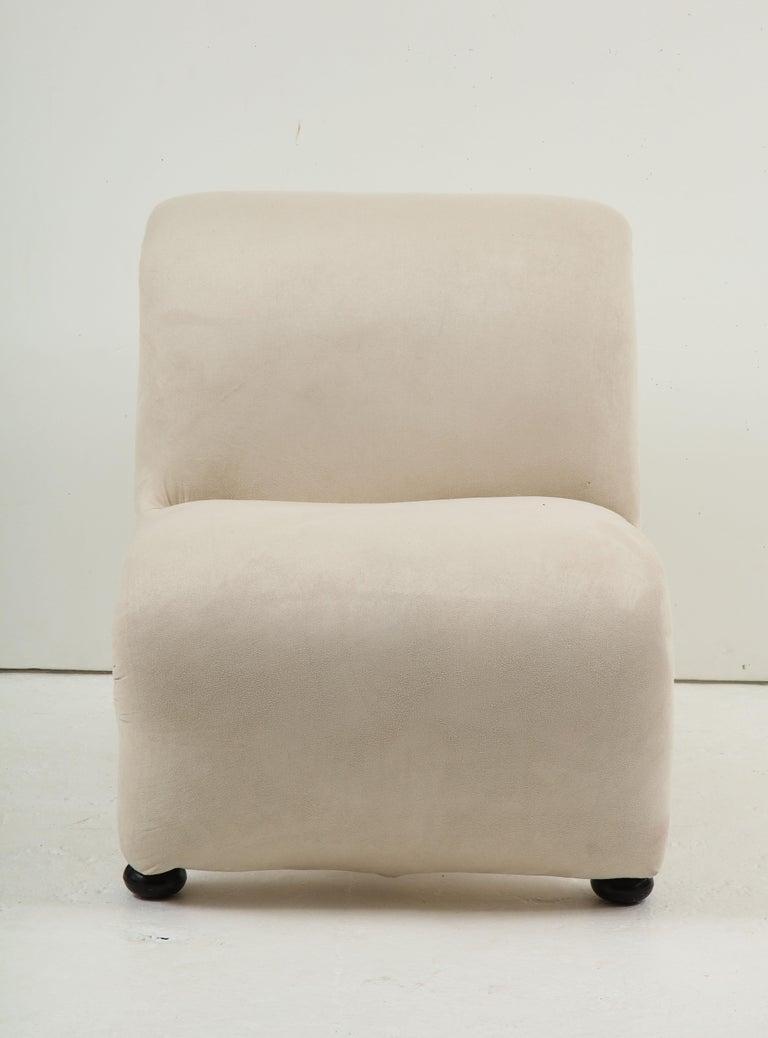 Mid-Century Modern Sculptural Etienne Fermigier Lounge Chairs, White, 1970s France For Sale