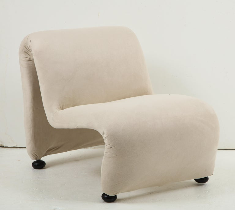 Sculptural Etienne Fermigier Lounge Chairs, White, 1970s France In Good Condition For Sale In New York, NY