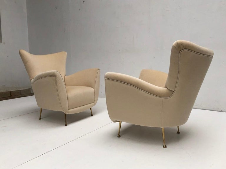 Sculptural Form Lounge Chairs, Mohair Fabric with Brass Legs, ISA, Italy, 1950 In Good Condition For Sale In bergen op zoom, NL