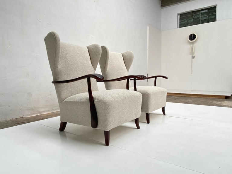 Sculptural Form Wing Back Lounge Chairs Attributed to Paolo Buffa, 1940s, Italy For Sale 2
