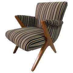 Sculptural Italian Armchair in Classic Midcentury Design