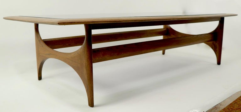 Sculptural Mid Century  Silhouette Coffee Table by Lane Furniture In Good Condition For Sale In New York, NY