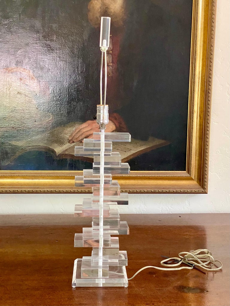 Sculptural Mid Century Stacked Lucite Table Lamp with Matching Lucite Finial For Sale 5