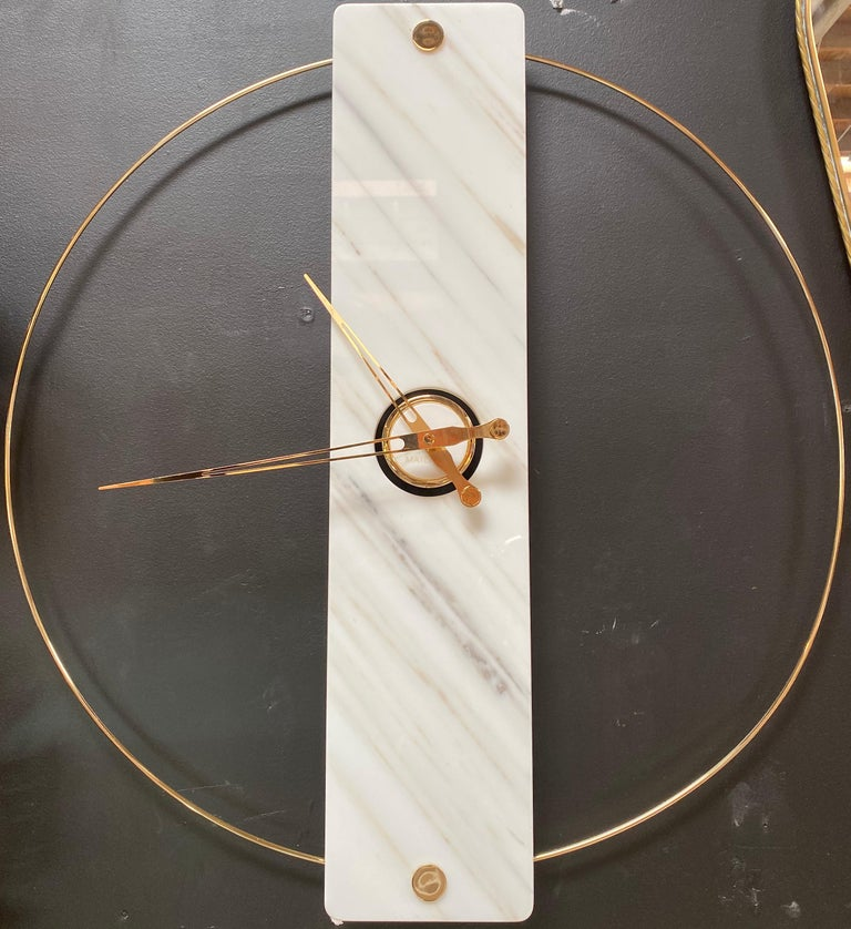 Sculptural modern clock 2019 with Carrara marble and finishes in 24-karat gold.