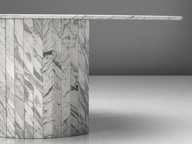 Sculptural Pedestal Table in Marble In Good Condition For Sale In Waalwijk, NL