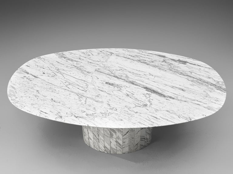 Sculptural Pedestal Table with Oval Top in Marble In Good Condition For Sale In Waalwijk, NL