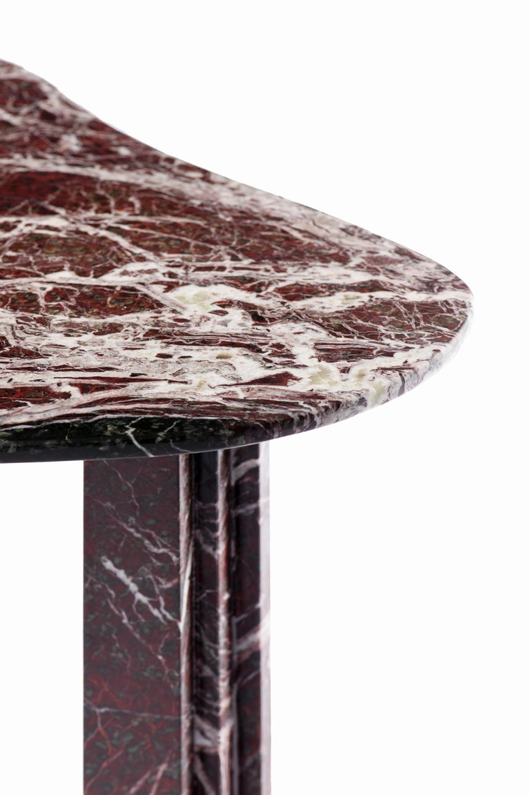 Sculptural red marble table - Lorenzo Bini