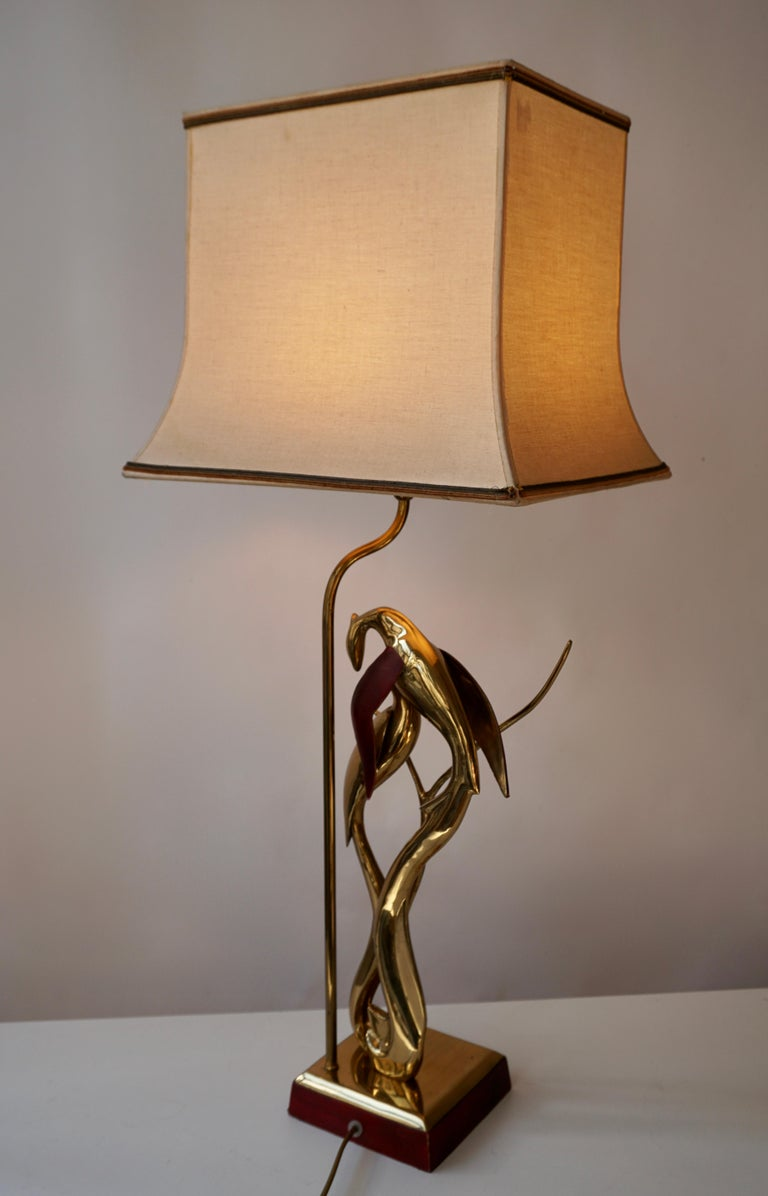 Sculptural Table Lamp with Birds in Brass and Leather, 1970s For Sale 4
