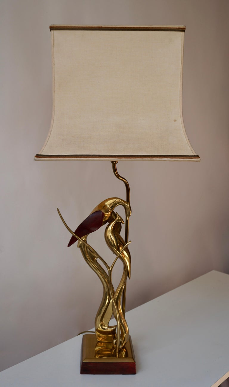 Hollywood Regency Sculptural Table Lamp with Birds in Brass and Leather, 1970s For Sale