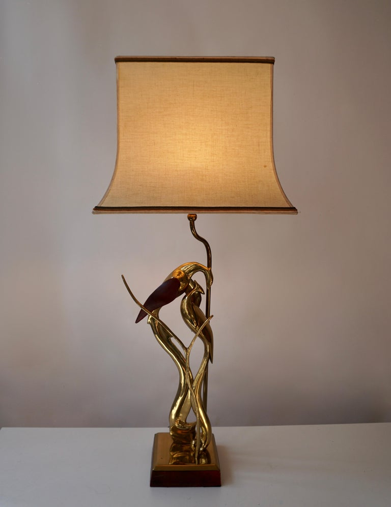 Italian Sculptural Table Lamp with Birds in Brass and Leather, 1970s For Sale