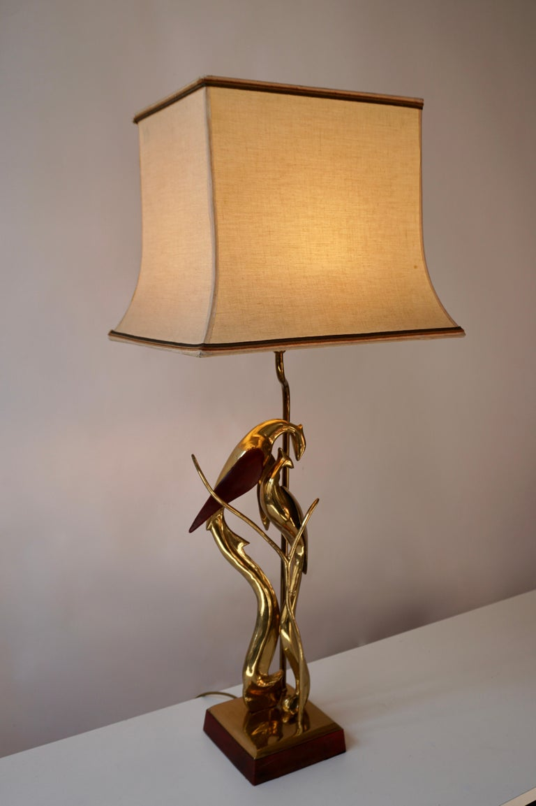 Sculptural Table Lamp with Birds in Brass and Leather, 1970s In Good Condition For Sale In Antwerp, BE