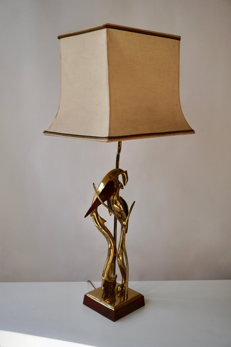 20th Century Sculptural Table Lamp with Birds in Brass and Leather, 1970s For Sale