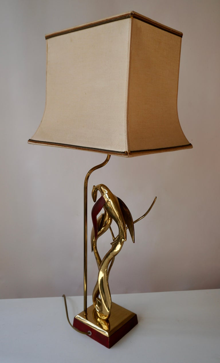 Sculptural Table Lamp with Birds in Brass and Leather, 1970s For Sale 1