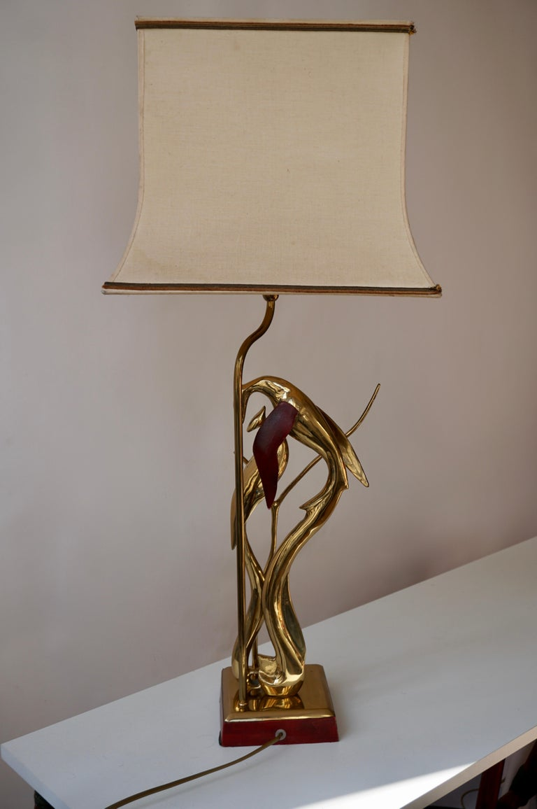Sculptural Table Lamp with Birds in Brass and Leather, 1970s For Sale 2