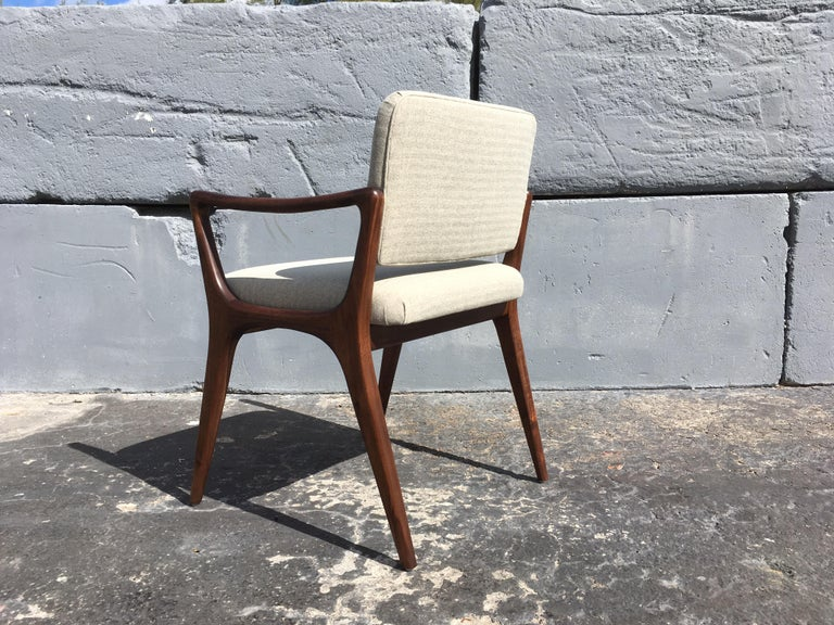 Sculptural Walnut Dining Chairs in the Style of Gio Ponti For Sale 3