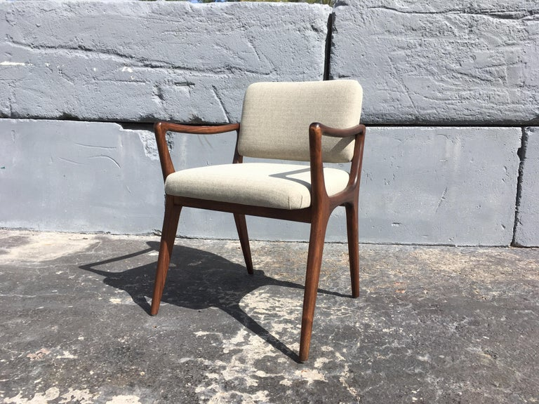 Mid-Century Modern Sculptural Walnut Dining Chairs in the Style of Gio Ponti For Sale