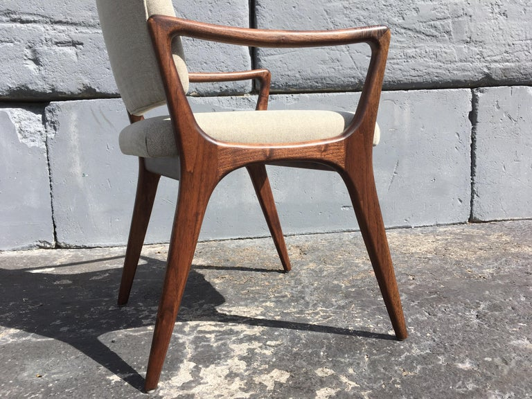 Sculptural Walnut Dining Chairs in the Style of Gio Ponti In Good Condition For Sale In Miami, FL