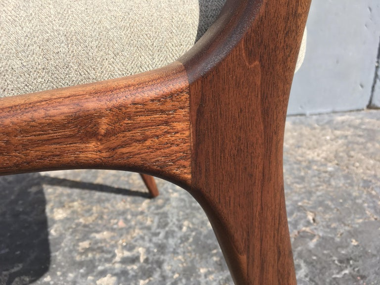 Sculptural Walnut Dining Chairs in the Style of Gio Ponti For Sale 1