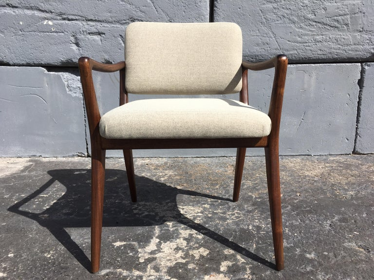 Sculptural Walnut Dining Chairs in the Style of Gio Ponti For Sale 2