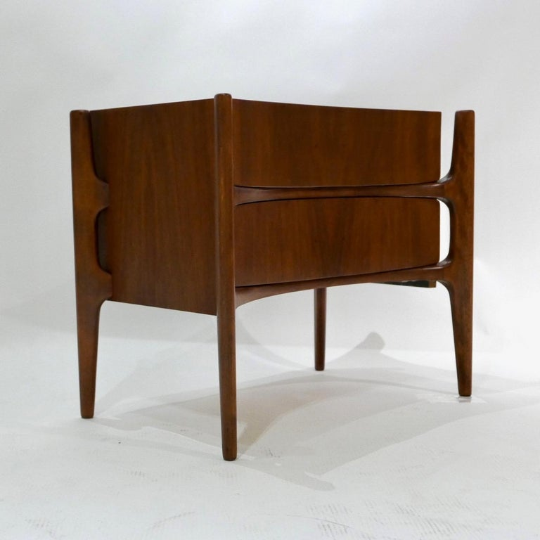 Sculptural William Hinn, Urban Furniture Scandinavian Nightstand or End Table In Good Condition For Sale In Hudson, NY