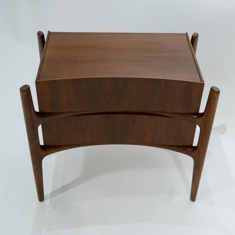 20th Century  Sculptural William Hinn, Urban Furniture Scandinavian Nightstand or End Table For Sale