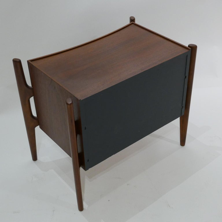 Walnut  Sculptural William Hinn, Urban Furniture Scandinavian Nightstand or End Table For Sale