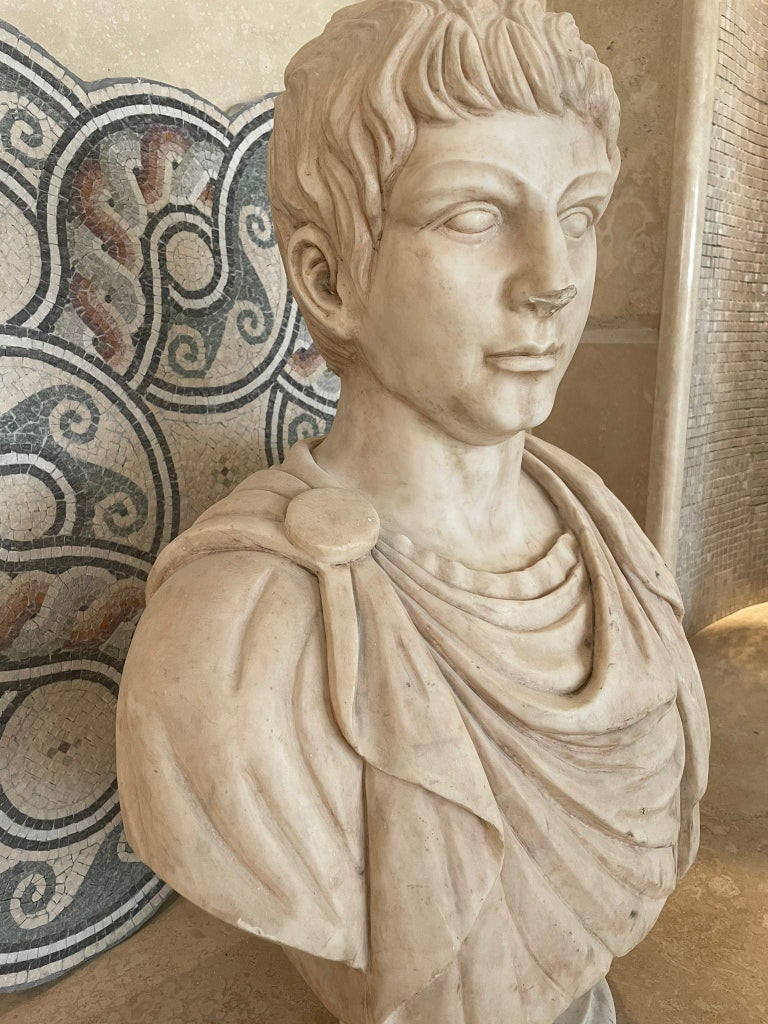 Classical Roman Marble Sculpture Bust Of Emperor Julius Caesar After The Antique Grand Tour For Sale