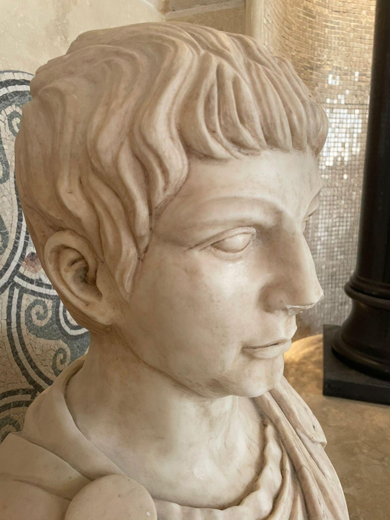 Italian Marble Sculpture Bust Of Emperor Julius Caesar After The Antique Grand Tour For Sale
