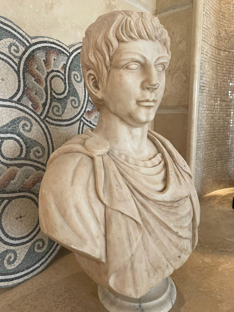 Marble Sculpture Bust Of Emperor Julius Caesar After The Antique Grand Tour For Sale 2