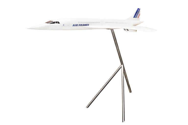 Concorde Model Scale 1/36 sculpture, in resin fiber, on aluminium polished base. From Air France Agency. On base: height 110cm.