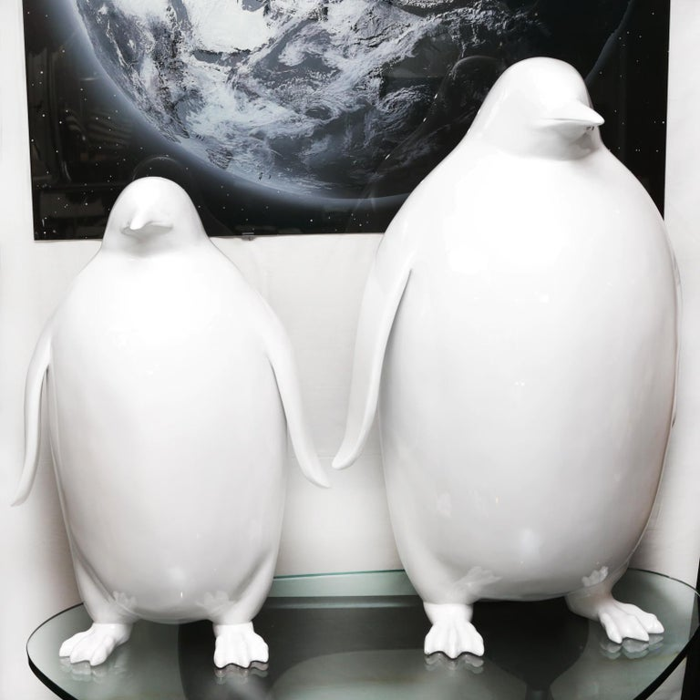 Sculpture of Emperor penguin in varnished white lacquered resin. Created by David Rousselot – Paris Two sizes available. Measures: Small model, L 50 x D 40 x H 85cm. Price: €4250.00 Large model, L 70 x D 50 x H100cm. Price: €5250.00.