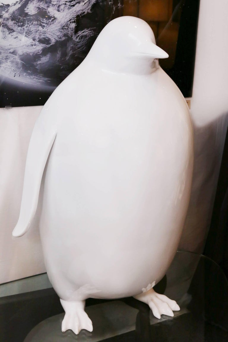 Sculpture Emperor Penguin in Lacquered Resin In Excellent Condition For Sale In Paris, FR