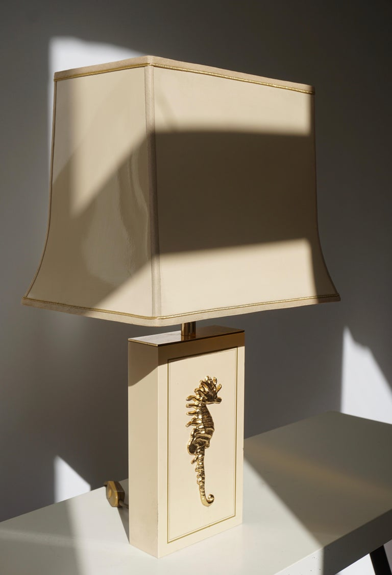 Two Belgian table lamps with a brass sea horse. Measures: Height 61 cm. Width 35 cm. Depth 25 cm.