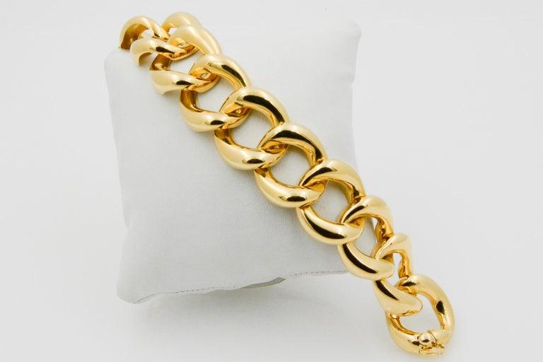 Seaman Schepps showcases this 18k yellow gold medium link bracelet.