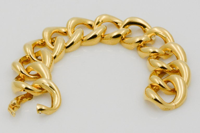 Women's Seaman Schepps 18 Karat Yellow Gold Link Bracelet For Sale