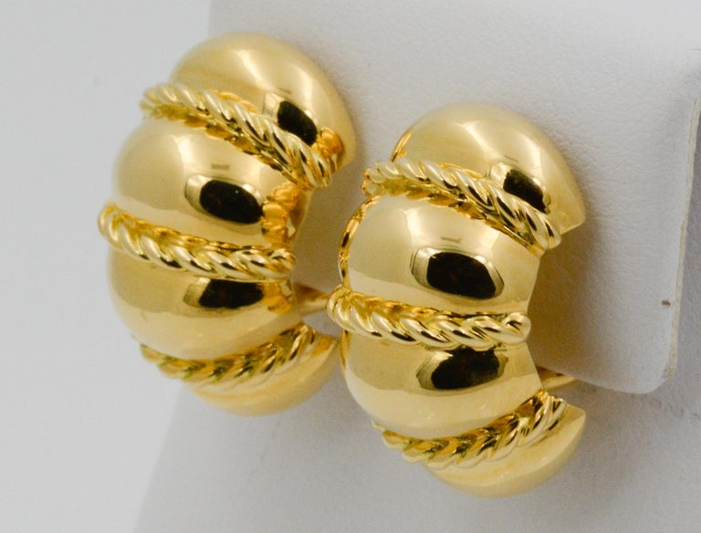 Seaman Schepps 18 Karat Yellow Gold Shrimp Earrings In New Condition For Sale In Dallas, TX