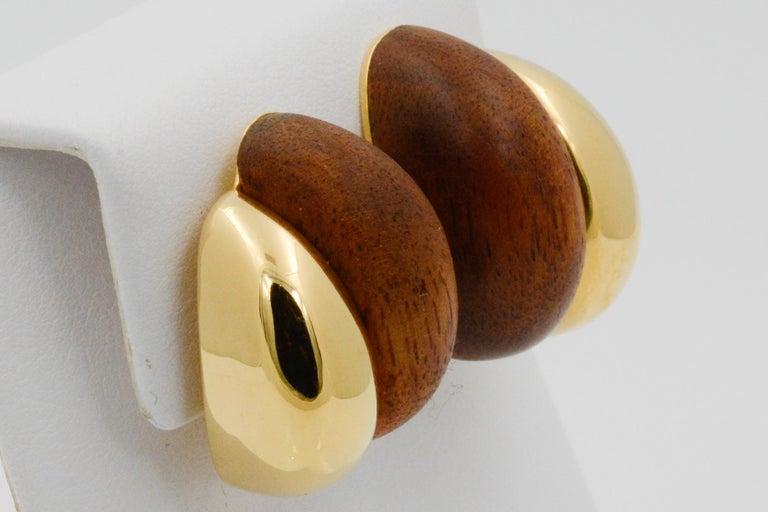 Seaman Schepps 18 Karat Yellow Gold Walnut Wood Silhouette Earrings In New Condition For Sale In Dallas, TX