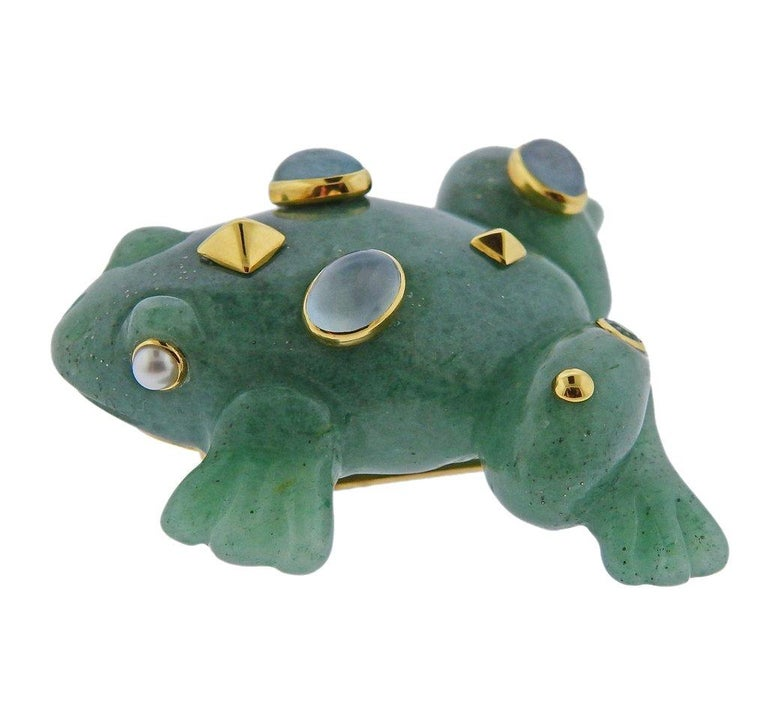 Seaman Schepps 18k gold frog brooch, featuring carved aventurine top, adorned with aquamarines and pearls. Brooch is 45mm x 48mm. Weight is 29.1 grams. Marked 750, Shell mark, Seaman Schepps.