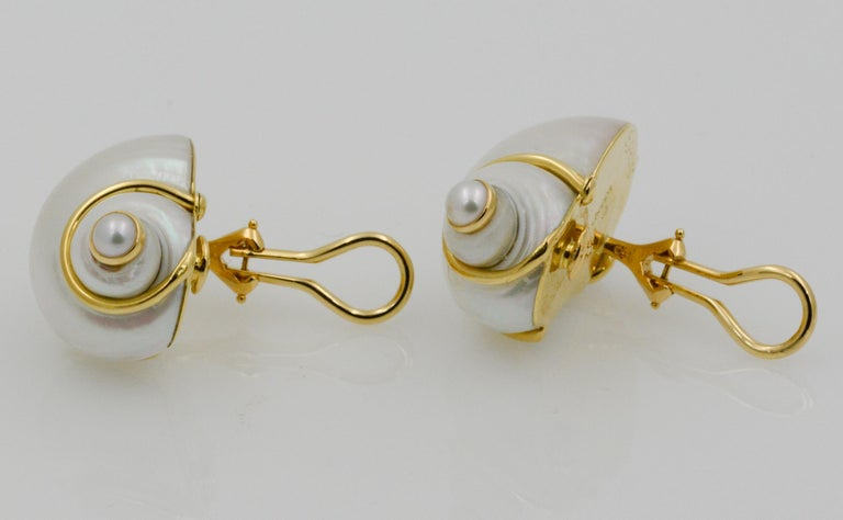 Seaman Schepps Turbo Shell Pearl and 18 Karat Yellow Gold Earrings In New Condition For Sale In Dallas, TX
