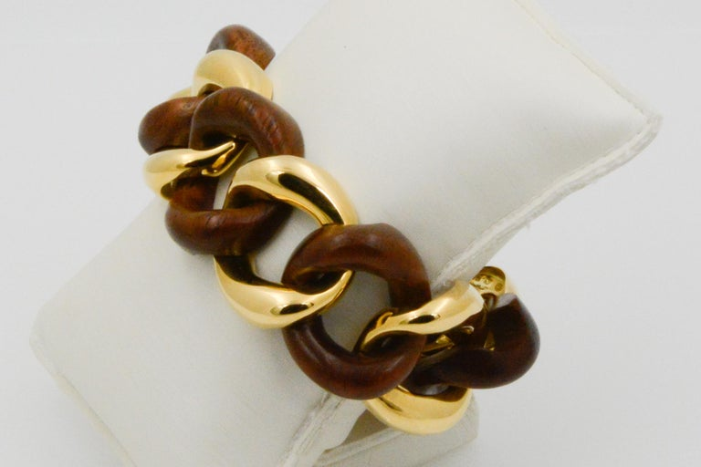 Seaman Schepps Wood Curb Link 18 Karat Yellow Gold Bracelet In New Condition For Sale In Dallas, TX